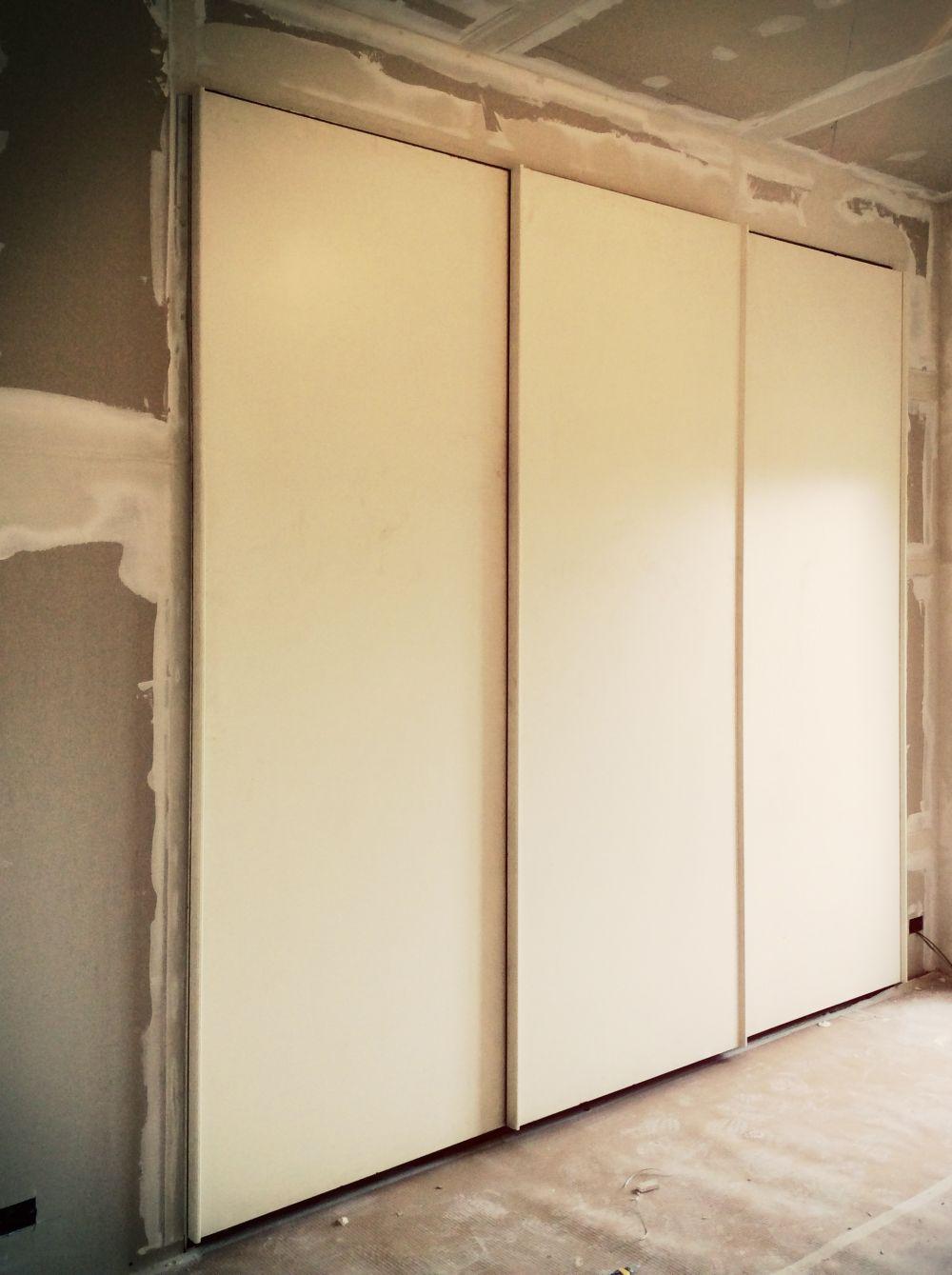 Simple armadio a muro roma armadio a muro con ante dal design moderno with armadio a muro angolare - Armadi a muro ikea ...