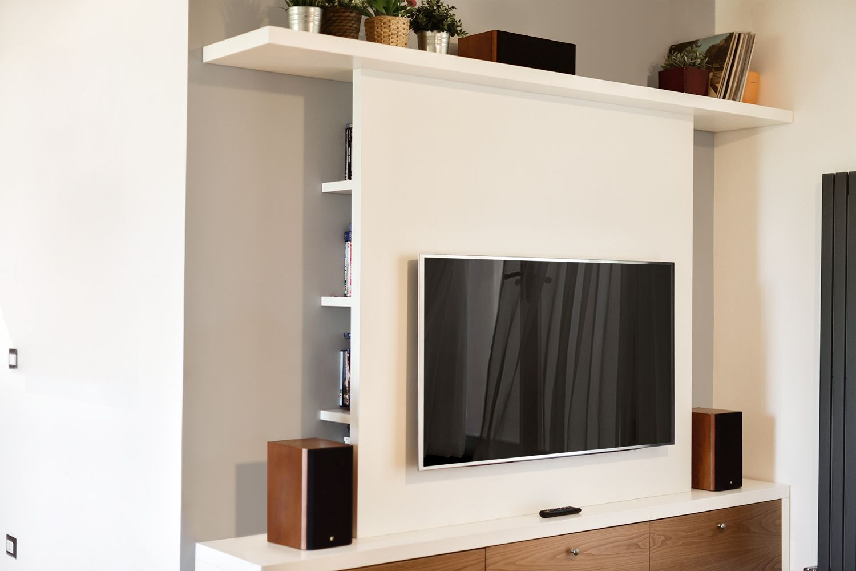 Parete attrezzata tv in legno progetto su misura - Supporto tv da parete ...