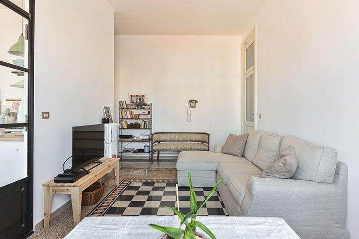 Casa ristrutturata a porta maggiore soggiorno vista for Soggiorno roma
