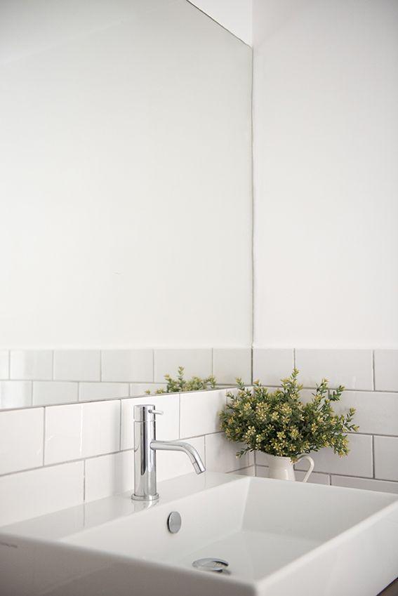 Lavabo rettangolare e specchio