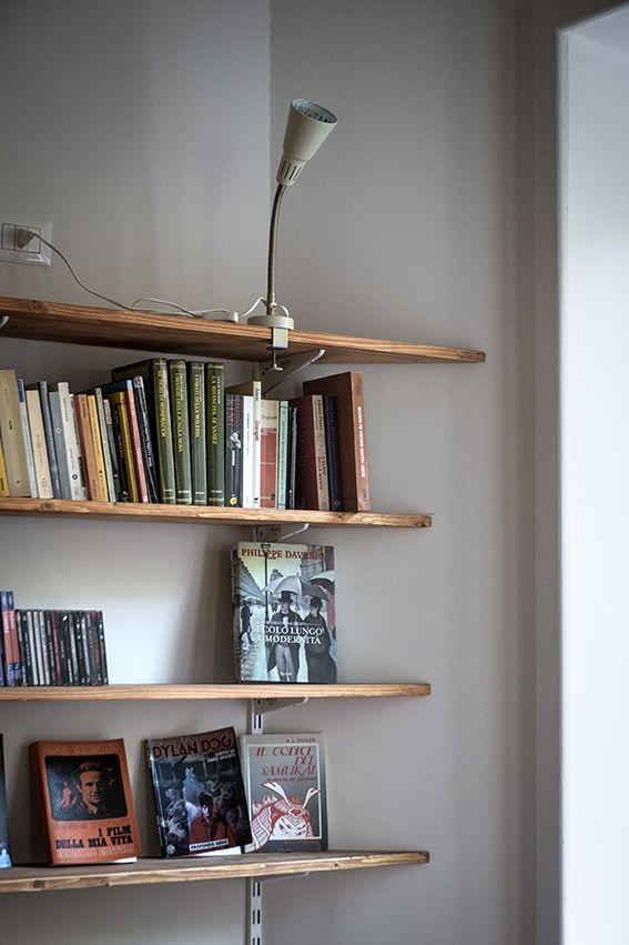 Dettaglio libreria in soggiorno