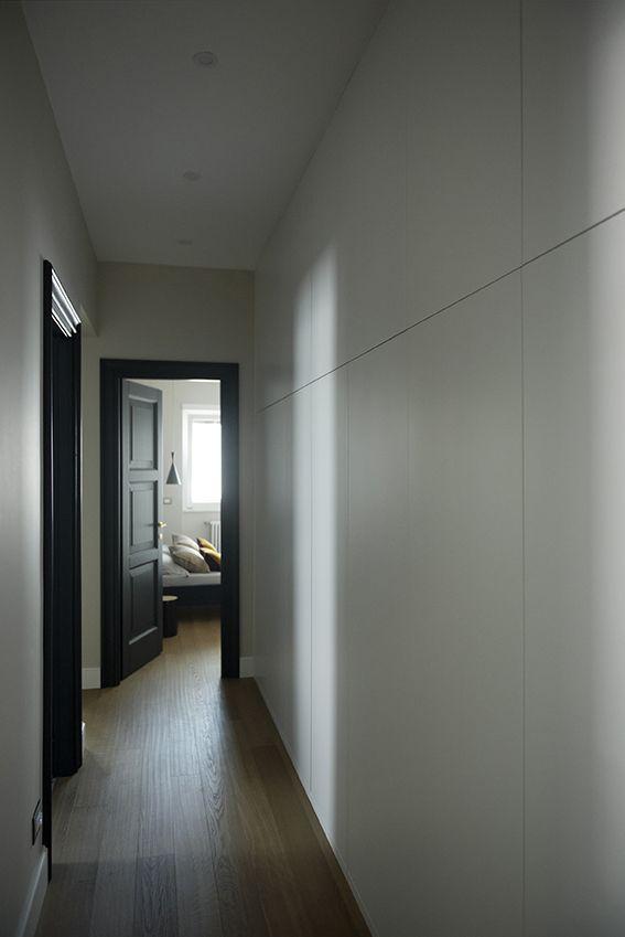 Dettaglio armadio a muro in corridoio