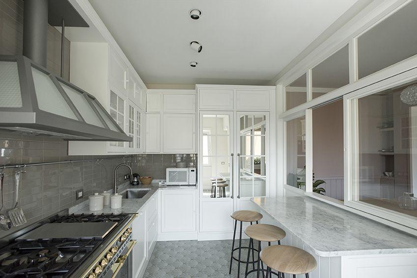 Cucina abitabile con vetrata