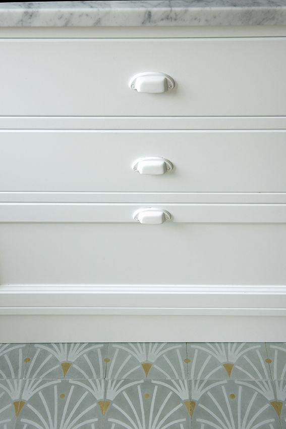 Dettaglio dei mobili della cucina e del pavimento