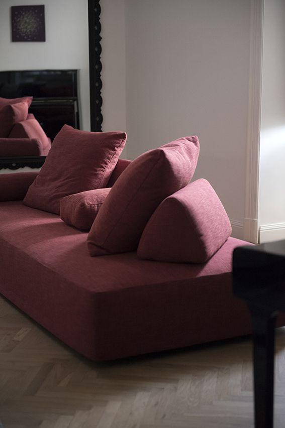 Dettaglio salotto con divano Edra Sherazade