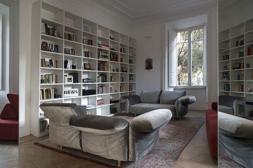 Salotto con libreria e divani Edra Essential