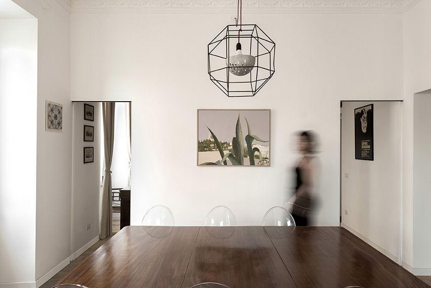 Ristrutturazione appartamento | Soggiorno porte simmetriche